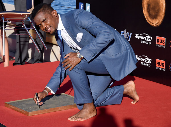 Samuel Eto'o leaves his footprints during the Golden Foot award ceremony at Fairmont Hotel on September 21, 2015 in Monaco, Monaco.  (Sept. 20, 2015 - Source: Claudio Villa/Getty Images Europe)