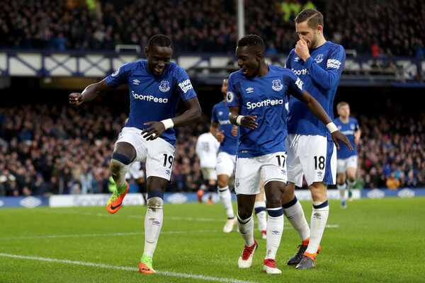 Oumar Niasse of Everton celebrates scoring his side's second goal with Idrissa Gueye and Gylfi Sigurdsson during the Premier League match between Everton and Crystal Palace at Goodison Park on February 10, 2018 in Liverpool, England.  (Feb. 9, 2018 - Source: Mark Robinson/Getty Images Europe)