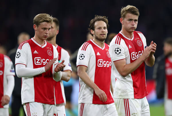 Matthijs de Ligt of Ajax applauds fans after the UEFA Champions League Quarter Final first leg match between Ajax and Juventus at Johan Cruyff Arena on April 10, 2019 in Amsterdam, Netherlands.  (April 9, 2019 - Source: Getty Images Europe)