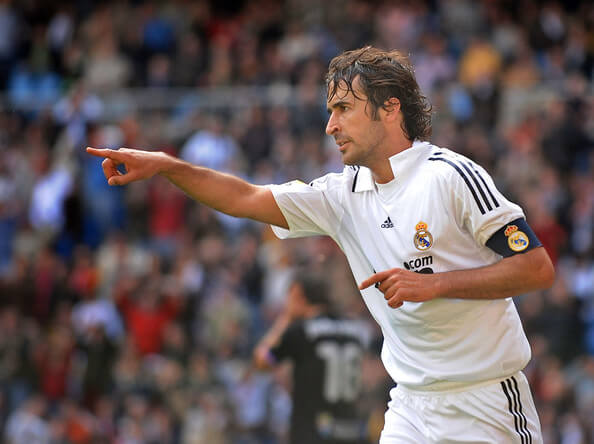 Raul Gonzalez of Real Madrid celebrates after scoring Real's first goal during the La Liga match between Real Madrid and Valladolid at the Santiago Bernabeu stadium on April 12, 2009 in Madrid, Spain. (Photo by Denis Doyle/Getty Images) * Local Caption * Raul Gonzalez  (April 12, 2009 - Source: Denis Doyle/Getty Images Europe)