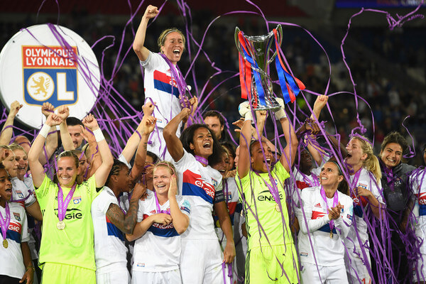 Sarah Bouhaddi of Olympique Lyonnais lifts the trophy in victory after the UEFA Women's Champions League Final between Lyon and Paris Saint Germain at Cardiff City Stadium on June 1, 2017 in Cardiff, Wales. Olympique Lyonnais win 7-6 on penalties after the match finished 0-0.  (May 31, 2017 - Source: Stu Forster/Getty Images Europe)