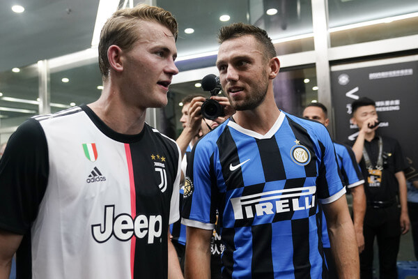 Matthijs de Ligt of Juventus and Marcelo Brozovic of FC Internazionale talk prior to the International Champions Cup match between Juventus and FC Internazionale at the Nanjing Olympic Center Stadium on July 24, 2019 in Nanjing, China.  (July 23, 2019 - Source: Getty Images AsiaPac)