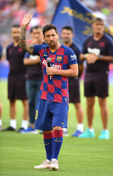 Lionel Messi of FC Barcelona delivers a speech prior to the Joan Gamper trophy friendly match at Nou Camp on August 04, 2019 in Barcelona, Spain.  (Aug. 3, 2019 - Source: Getty Images Europe)