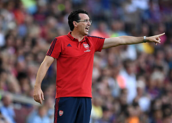 Manager Unai Emery of Arsenal directs his players during the Joan Gamper trophy friendly match between FC Barcelona and Arsenal at Nou Camp on August 04, 2019 in Barcelona, Spain.  (Aug. 3, 2019 - Source: Getty Images Europe)