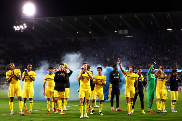 Borussia Dortmund players celebrate victory at full-time after the Group A match of the UEFA Champions League between Club Brugge and Borussia Dortmund at Jan Breydel Stadium on September 18, 2018 in Brugge, Belgium.  (Sept. 17, 2018 - Source: Dean Mouhtaropoulos/Getty Images Europe)
