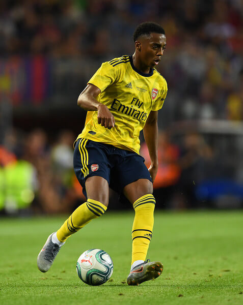 Joe Willock of Arsenal runs with the ball during the Joan Gamper trophy friendly match between FC Barcelona and Arsenal at Nou Camp on August 04, 2019 in Barcelona, Spain.  (Aug. 3, 2019 - Source: Getty Images Europe)