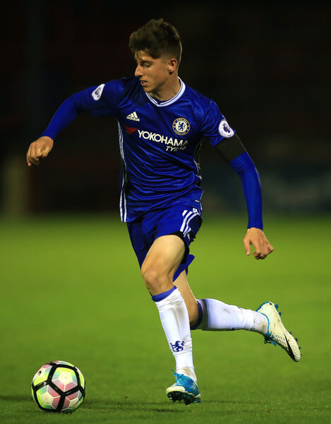 Mason Mount of Chelsea in action during the Premier League 2 match between Chelsea and Everton on April 21, 2017 in Aldershot, England.  (April 20, 2017 - Source: Ben Hoskins/Getty Images Europe)