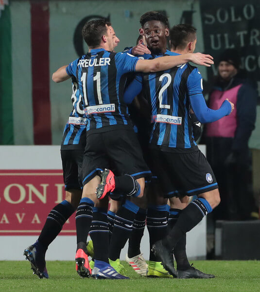 Duvan Zapata of Atalanta BC celebrates his goal with his team-mates during the Coppa Italia match between Atalanta BC and Juventus at Stadio Atleti Azzurri d'Italia on January 30, 2019 in Bergamo, Italy.  (Jan. 29, 2019 - Source: Emilio Andreoli/Getty Images Europe)