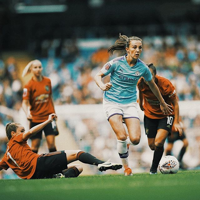 The other 2019 world cup stars are also back for business in their club's colors. England's @barclaysfawsl raised its curtains over the weekend in the presence of record-breaking crowds. It was as much as a 12-fold increase in opening weekend attendances from the 2018/19 season, reaching as much as a total of close to 63,000 fans across all the 6 matches. Much of the swelled crowds could be attributed to @mancity and @chelseafcw 's decisions to use the Etihad and Stamford Bridge stadiums as opposed to the usual smaller venues. The latter in fact distributed as much as 40,000 free tickets as both, football clubs and the FA look to capitalize on the interest generated for the women's game during the 2019 FIFA World Cup where the Lionesses reached the semi-finals. Defending champions @arsenalwfc saw off  @westhamwomen by 2-1 and both City and Chelsea edged promoted @manutdwomen and @spurswomen by 1-0 scorelines respectively.
