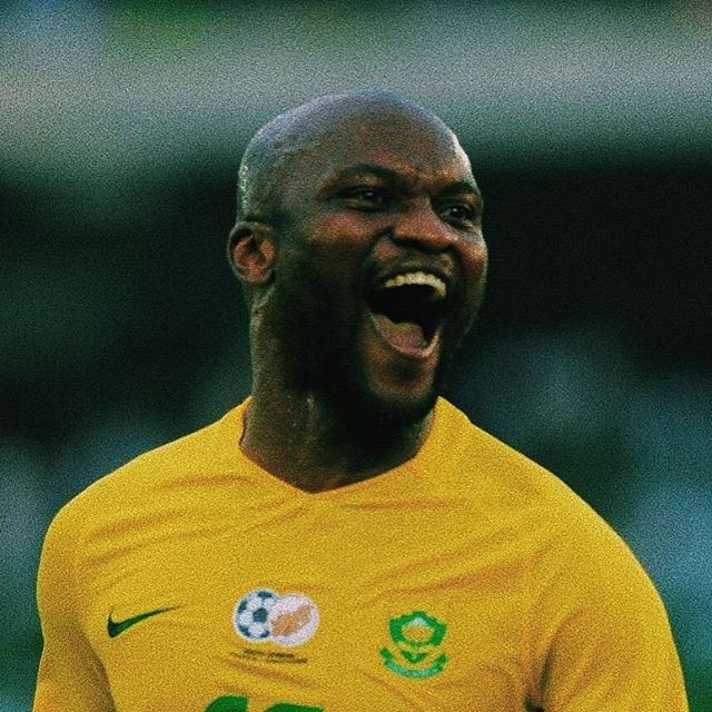 Masandawana tie down Rantie to a 3 year-deal. Widely regarded as one of the few Bafana out and out strikers in recent years, Tokelo Rantie looks poised to usher in a new era for himself at the South African champions, @sundownsfc. Bafana BaStyle have signed the 29 year-old from @capetowncityfc where he failed to shed off some weight to return to match fitness for 5 months, after his return to football. The former Bournemouth, Malmo and Orlando Pirates forward had taken a self-imposed break from football since October 2017 after he left Turkey to return home for a relative's funeral. Perhaps now, with the DNA of the champions, the striker who scored 12 goals in 41 caps for Bafana might resurface.