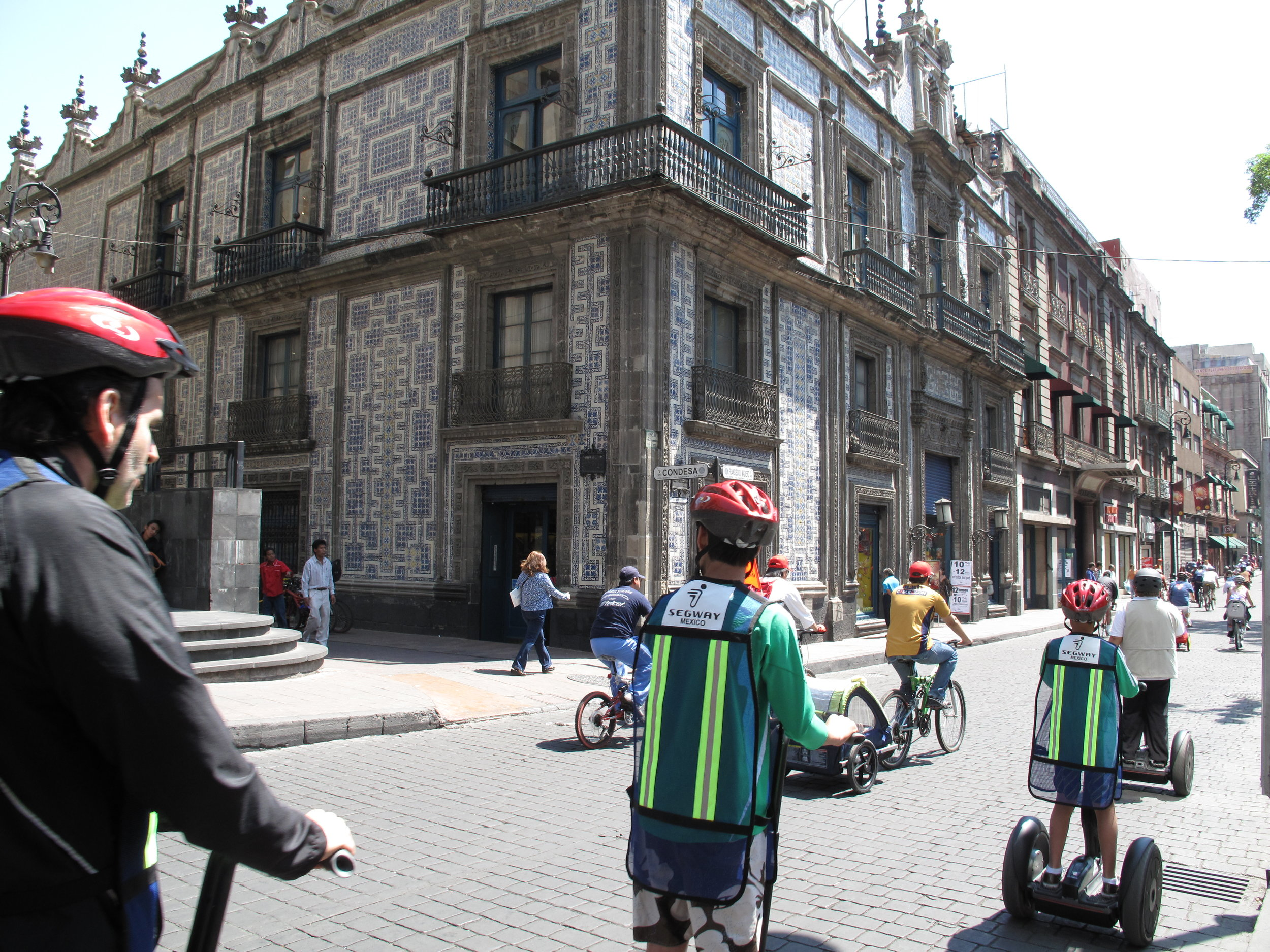Fig 9_Calle Madero en el Centro Histórico de México.JPG