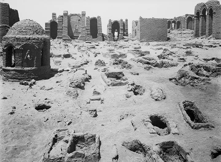 Seventy-nine pit graves in Bagawat Necropolis, Kharga Oasis, 1907–8. Photography by the Egyptian Expedition, The Metropolitan Museum of Art, New York