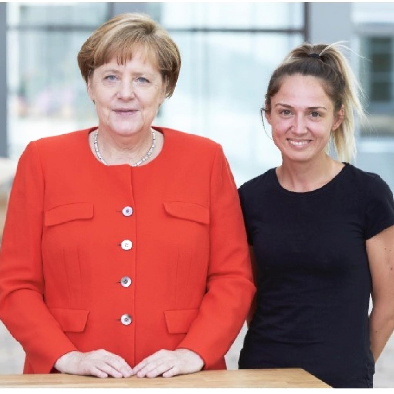 Ivana Zoric_Haare & Make up - Ivana ist unser Sonnenschein, ein Springbrunnen aus Freude und Leichtigkeit. Sie packt alles an und ist immer für jeden Spass und für jede Hürde zu haben. Ivana pendelt zwischen München und Berlin. Sie liebt ihren Job und ist als unser Young Talent das beste Beispiel dafür, dass man sich in schnellster Zeit einen renommierten Kundenstamm aufbauen kann.