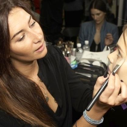 Christina Varcirca_Make up - Christina ist seit 1998 Hair and Make up Artist. Sie ist anfänglich im Filmbusiness tätig gewesen und ist dann zu Fashion und Celebrities umgesiedelt. Für die Make up Marke MAC Cosmetics war sie 16 Jahre auf internationaler Ebene unterwegs und hat als Global Senior Artist unzählige Events, Fashion Shows und Red Carpets in Paris, Mailand, London und New York betreut und geleitet.Christina's Profil & Arbeiten - peppermintcircus.com