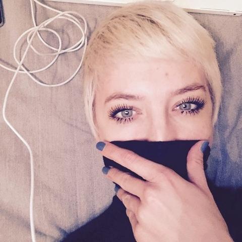 Nora Belovai_Make up - Noraist unser kreativer junger Neuzuwachs. Frisch aus London setzt sie hier Trends und internationale Techniken um. In den Bereichen Fashion, Beauty ist sie zu Hause und liebt es Grenzen zu brechen.Nora's Profil & Arbeiten - peppermintcircus.com