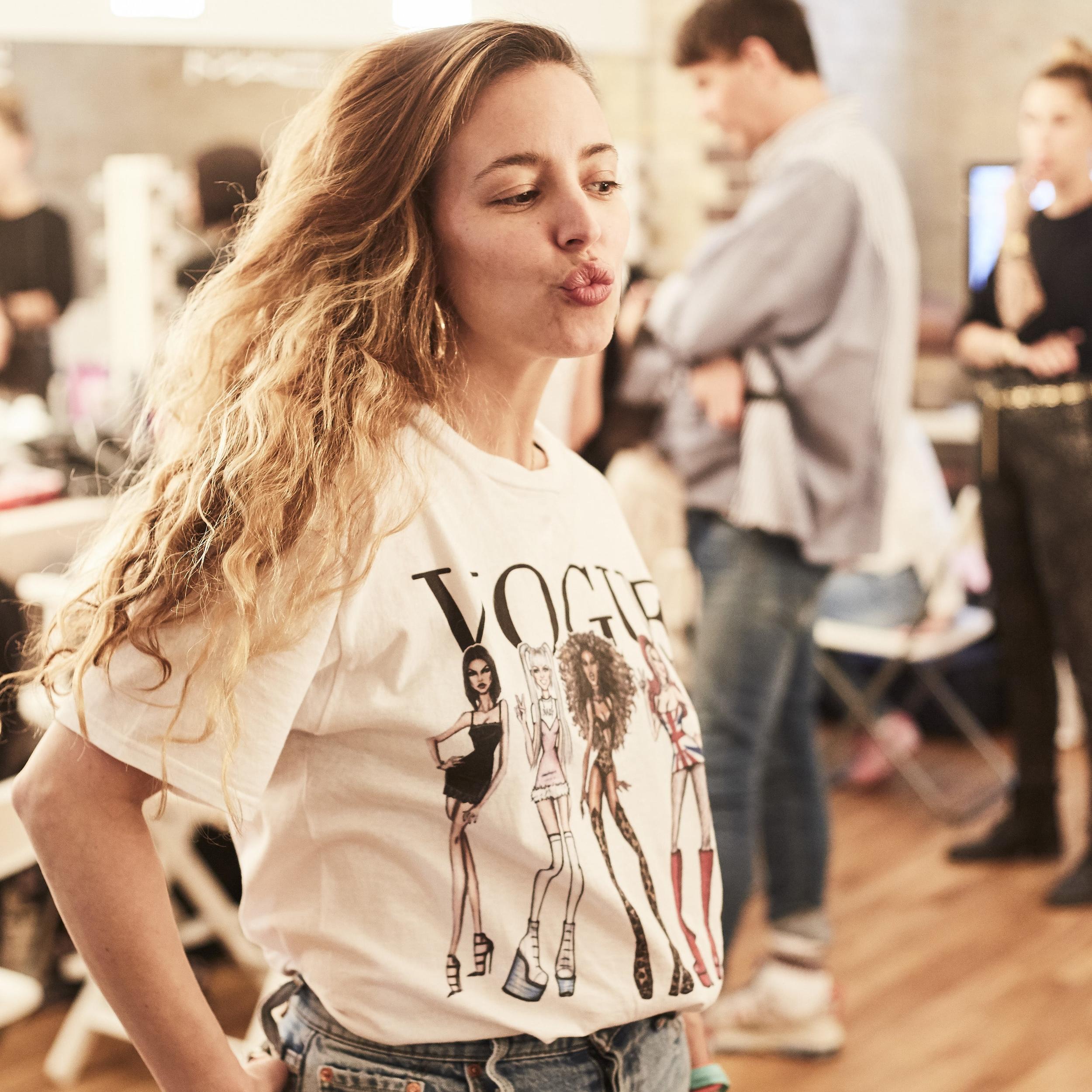 Cecilia Bourgueil_Gründerin_Haare & Make up - Ceciliaversprüht Power und Frische wo sie steht und geht. Durch die Vielfalt ihrer Erfahrungen internationaler Facetten bietet sie alle bunten und schimmernden Farbpaletten die sie schon seit 20 Jahren als Hair & Make up Artist kredenzt. So bringt sie jede Produktion mit High Class Ergebnissen auf den Punkt.
