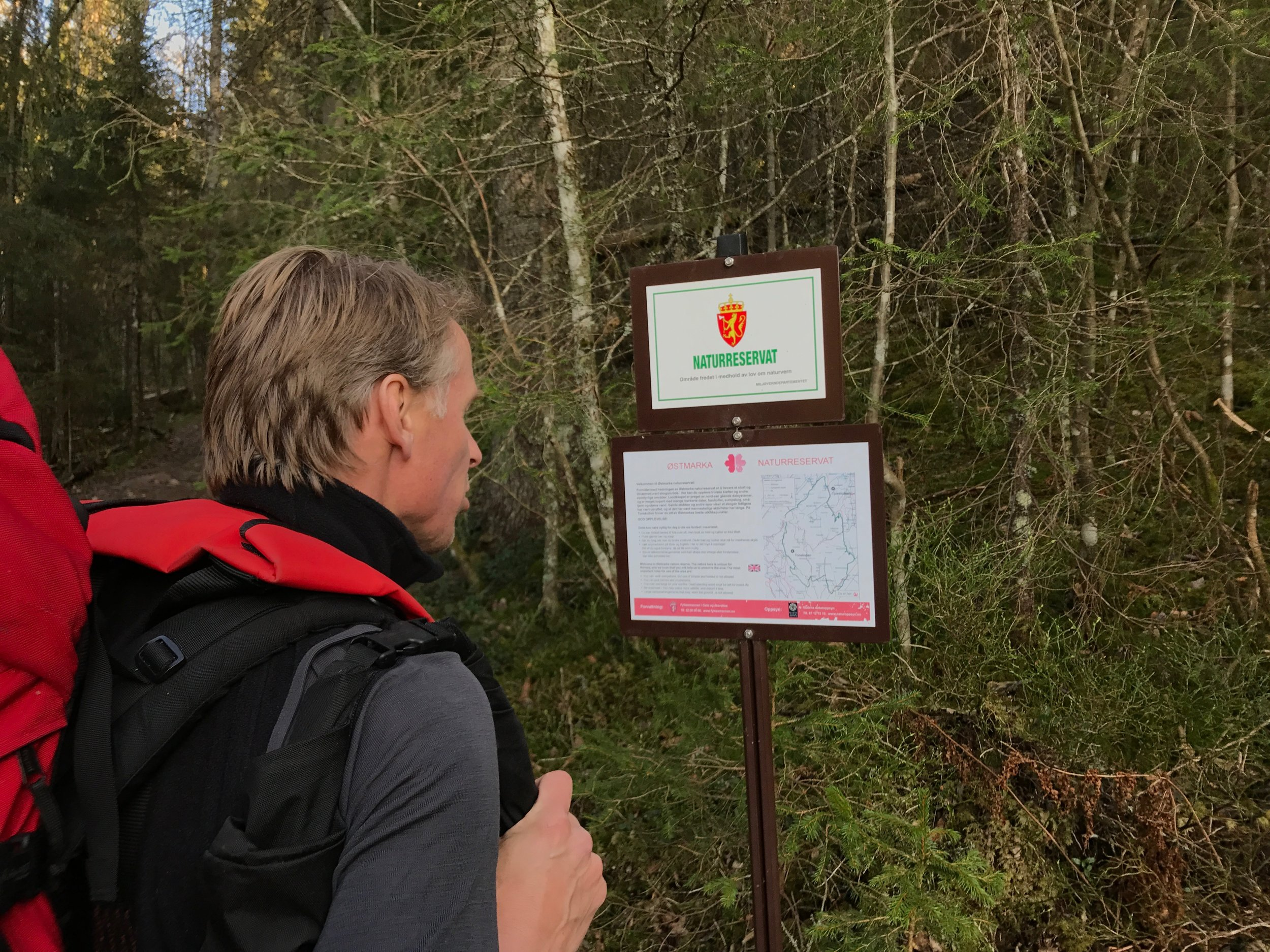 A large part of Østmarka is a protected nature reserve where special rules of behaviour apply in order to protect the nature and wildlife. Whenever you follow a trial into the nature reserve you will find a sign like this. (Photo: Oslo Outdoor)