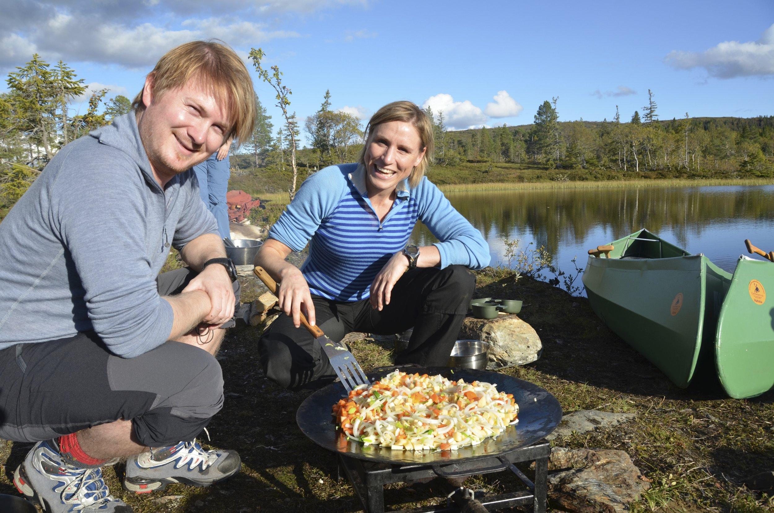 Preparing lunch (Photo: Petter Thorsen/Wild Norway)