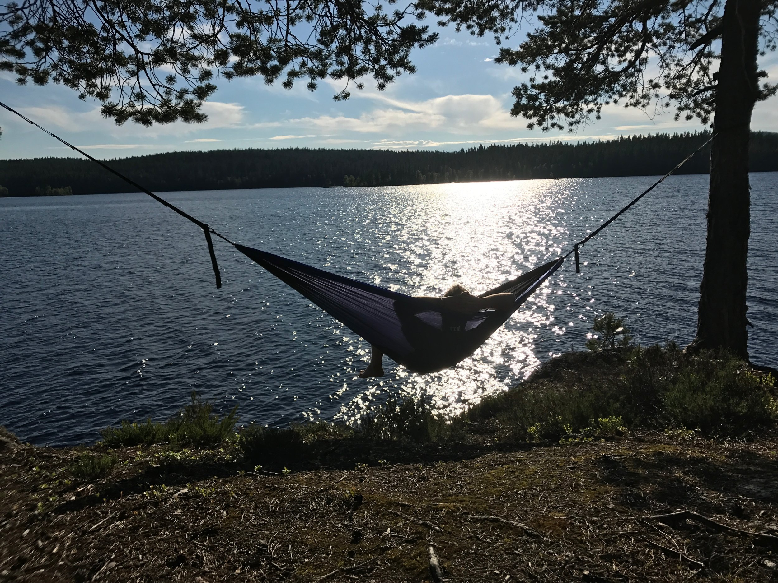 Chilling in the hammock after a day of paddling. Lake Katnosa. (Photo: Oslo Outdoor)
