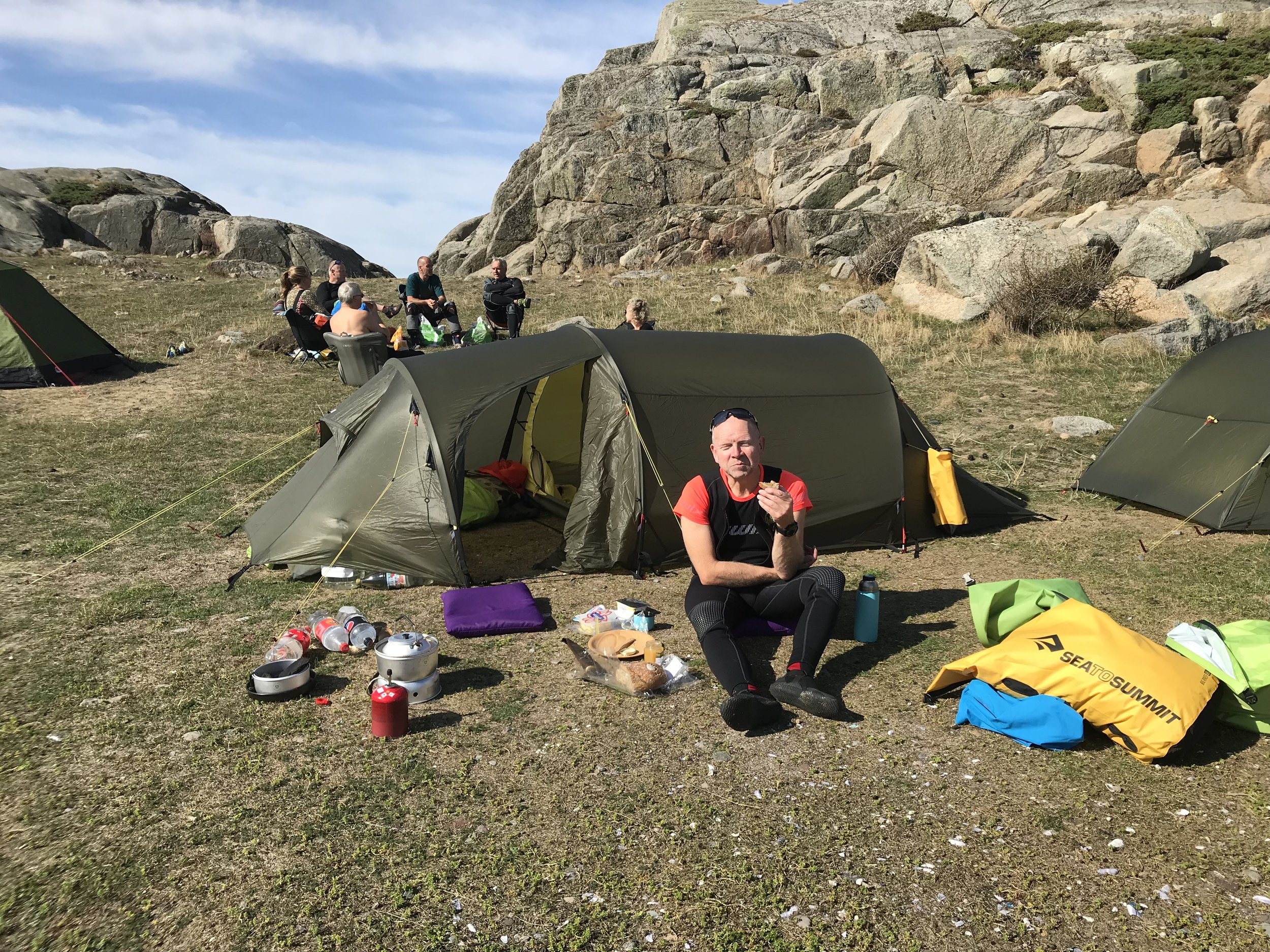 Lunch in the camp during sea-kayak course (Photo: Oslo Outdoor)