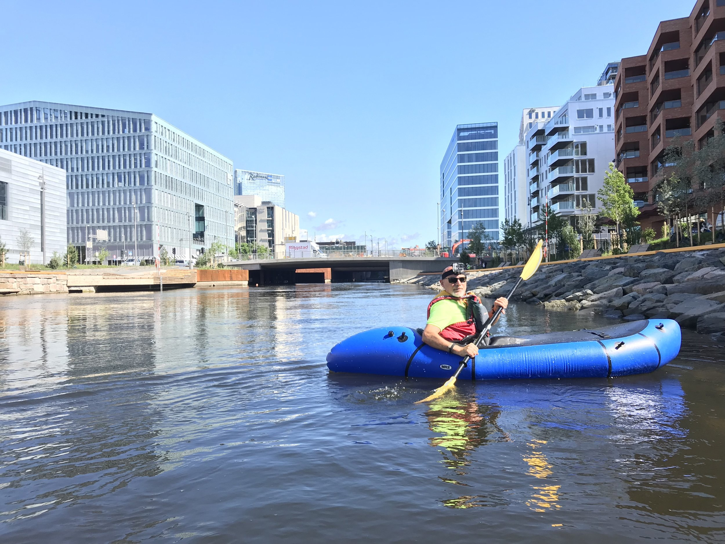 Floating down Akerselva in the centre of Oslo (Photo: Ousland Oslo Outdoor)