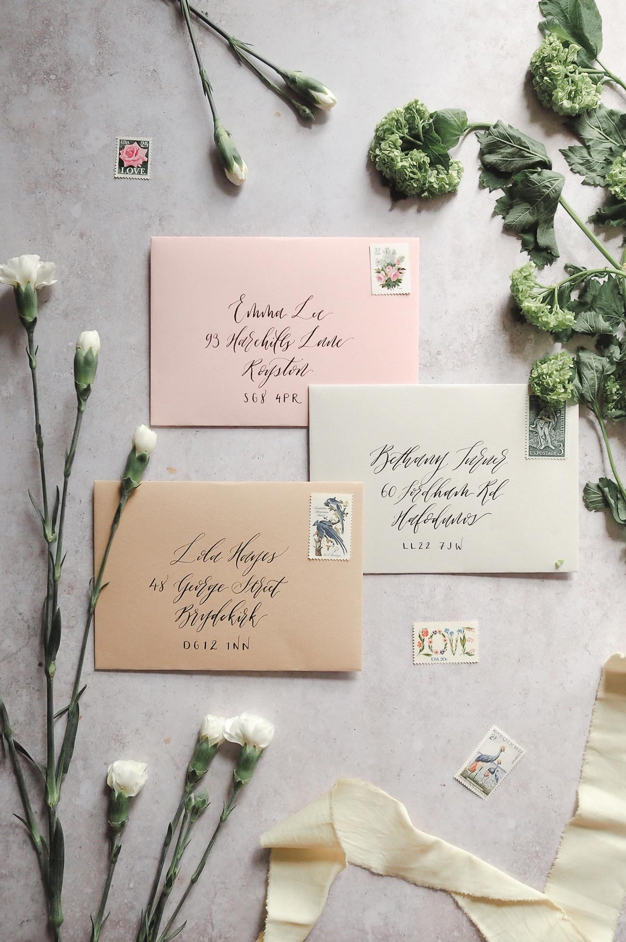 modern-calligraphy-envelope-addressing-pink-kraft-pale-grey-shades-1.jpg