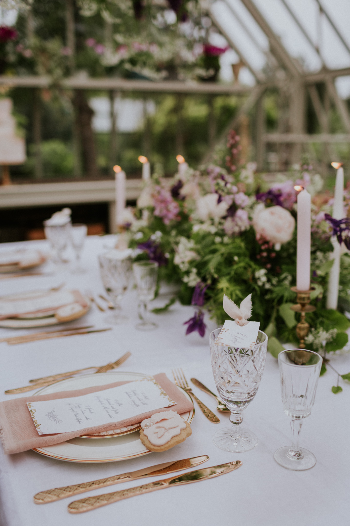 The florals were brought in as a centrepiece, surrounded by thoughtfully designed stationery, wedding favour biscuits and botanically dyed linen.