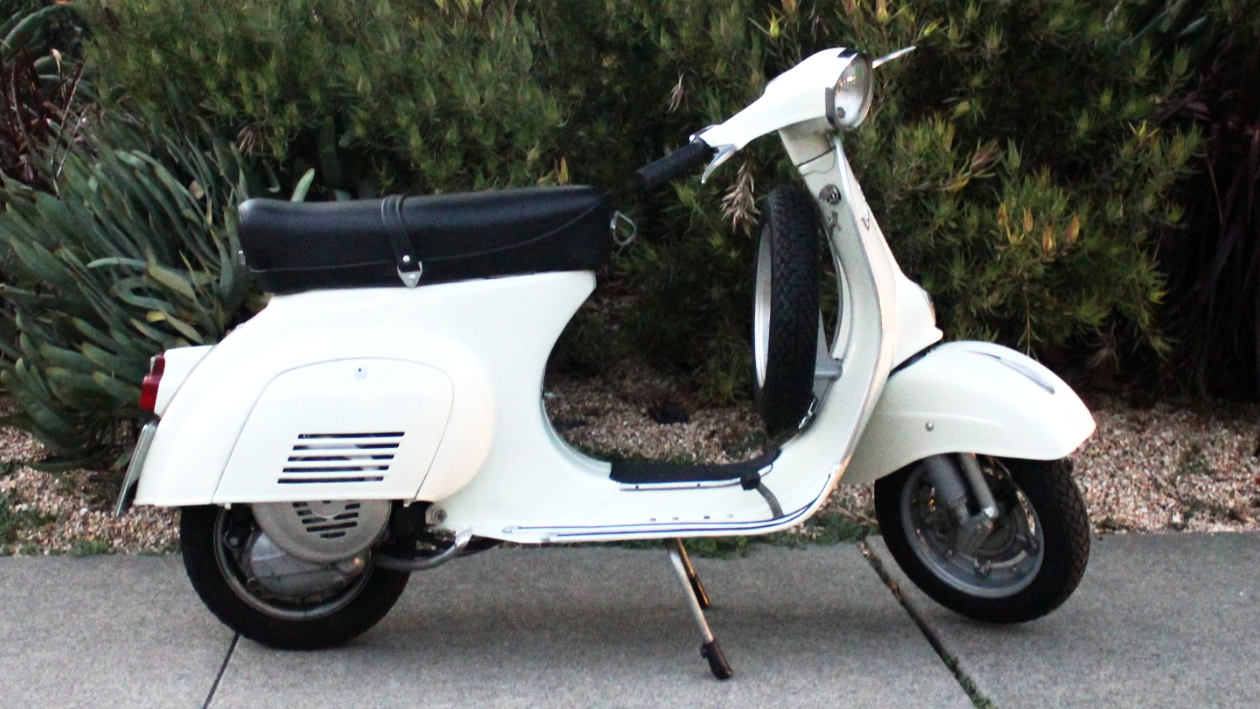1971 VESPA PRIMAVERA (IC-199) - The Primavera was top of the pack of the smallframes. The dollar to fun ratio on these is extremely high. This scooter recently arrived from Italy and is in excellent condition.