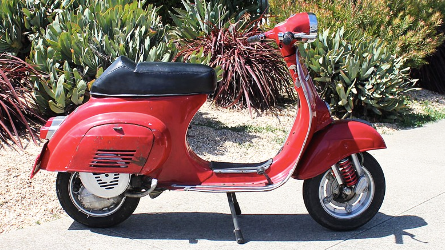 1975 VESPA PRIMAVERA (J-2) - They are the easiest to ride of all of the vintage scooters. Conceived as a light 50cc city-scooter, Piaggio realized the potential of the design with the 125cc version - the Primavera.