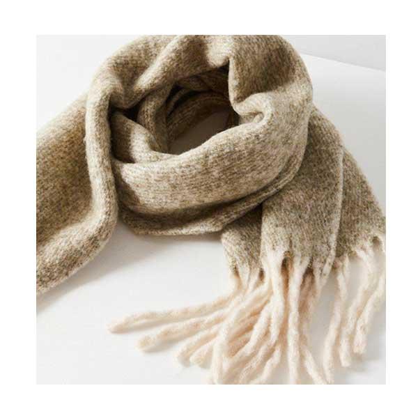 dry_skin_winter_skin_care_urban_outfitters_big_wool_scarf.jpg