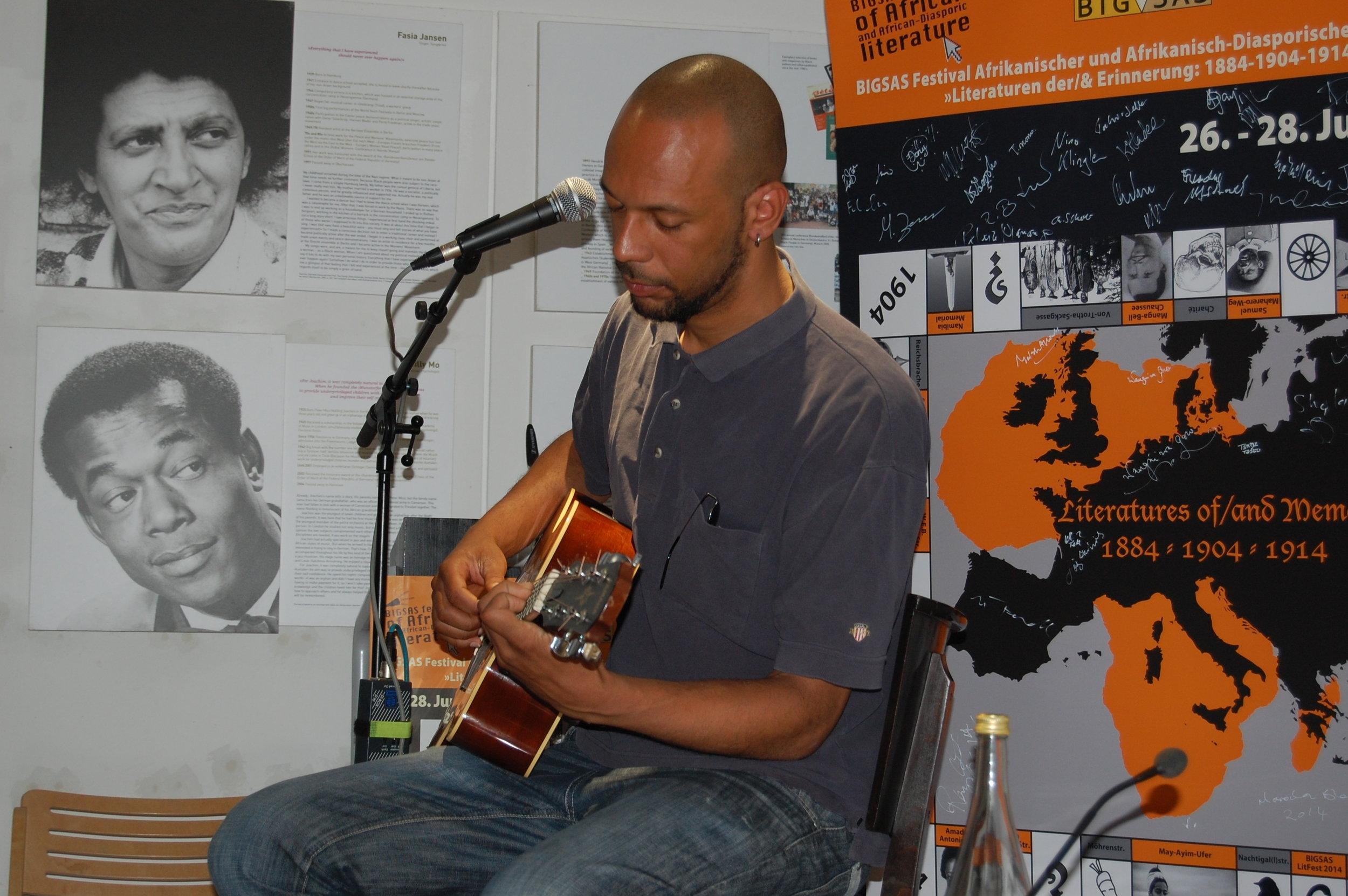 Jo Kaa, Guitar