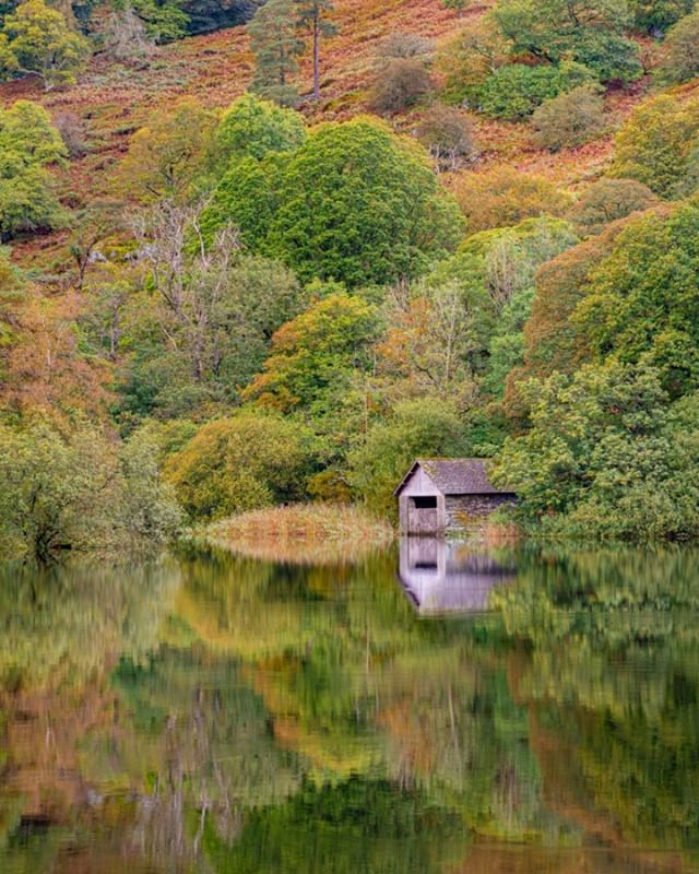 When we visited Rydal Water the surface of the lake was unbelievably calm! I almost ran to this spot to capture the boat house, good thing too, as within 10 minutes the winds picked up removing the mirror surface returning rough waters the lake.  #thelakelanders #photosofbritain #lovegreatbritain #everything_imaginable #capturingbritain #britains_talent #ukshots #fingerprintofgod #gottalove_a_ #awesome_earthpix #fiftyshades_of_nature #osmaps #ukpotd #country_features #scenicbritain #fromlakelandwithlove #renegade_rural #thelakelanders #landscapephotography #nature_perfection #visualsofbritain #igerscumbria #lakedistrict
