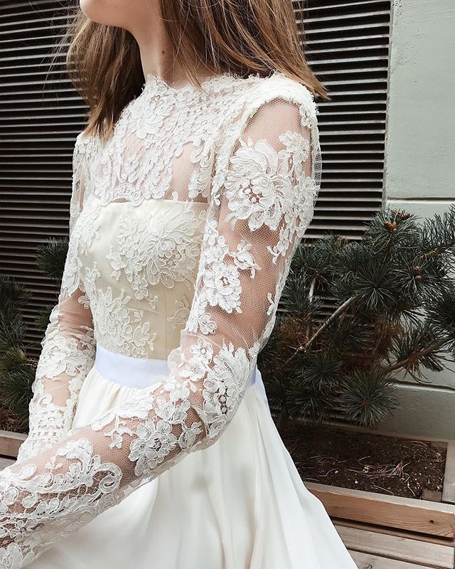 French lace details 👰🏼 • • • • • #stasia#stasiacouture#styleoftheday#stylegram#style#trends#trends2019#prom#wedding#silk#lace#handmade#custommade#fashion#bespokefashion#copenhagen#closeup#flatlayfashion#moodboard#fashioninspo#fashiondiaries#wedding#bride#brud#bryllup#brudekjoler