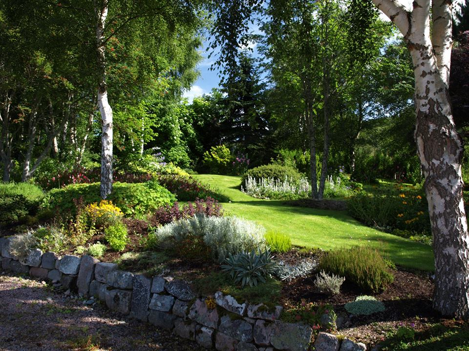 knock-cottage-gardens-royal-deeside