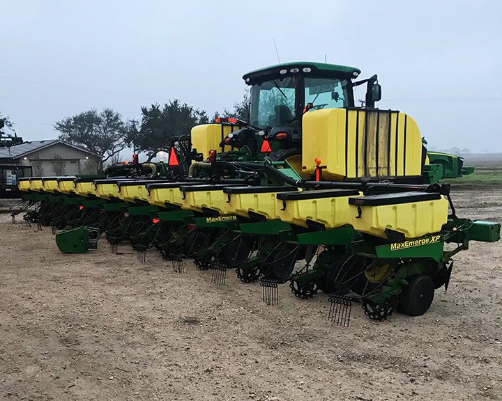 whatley farms john deere 40 inch planter.jpg