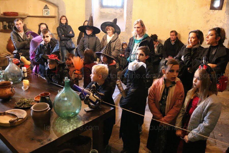 des-lectures-de-conte-sur-les-sorcieres-avaient-lieu-dans-trois-salles-1541084024.jpg