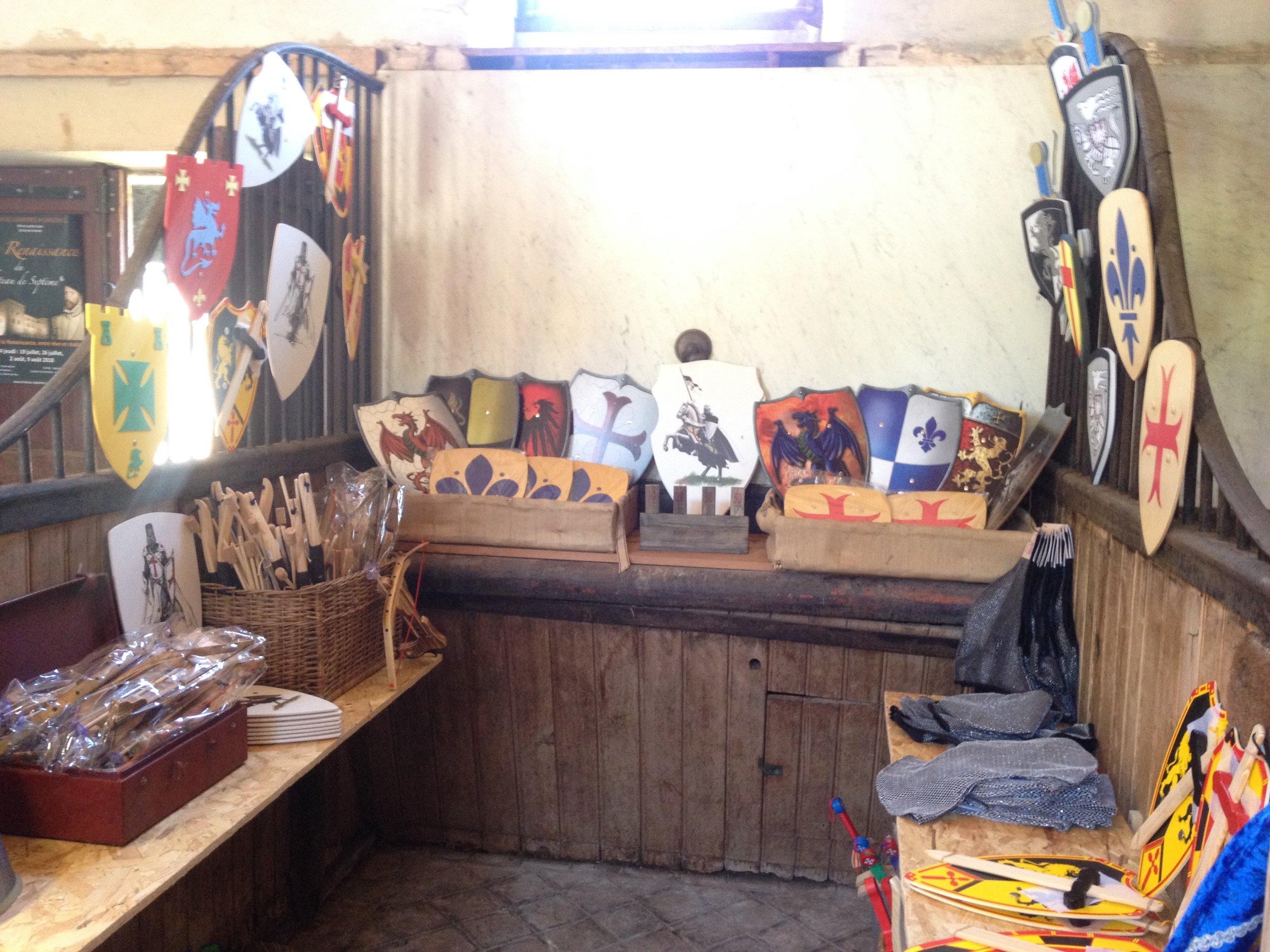 Reposez-vousau salon de théet dans notre boutique - Un lieu de repos dans les écuries du château