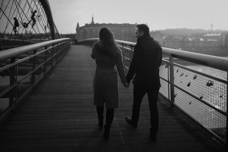 Destination-wedding-photographer-michal-brzegowy-winter-engagement-3.jpg