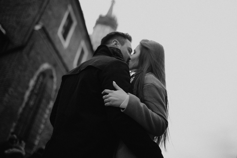 Destination-wedding-photographer-michal-brzegowy-winter-engagement-48.jpg
