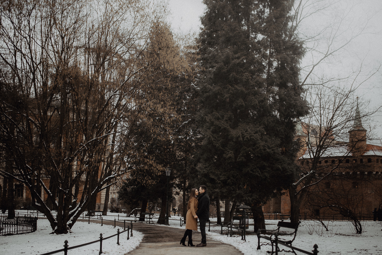 Destination-wedding-photographer-michal-brzegowy-winter-engagement-75.jpg