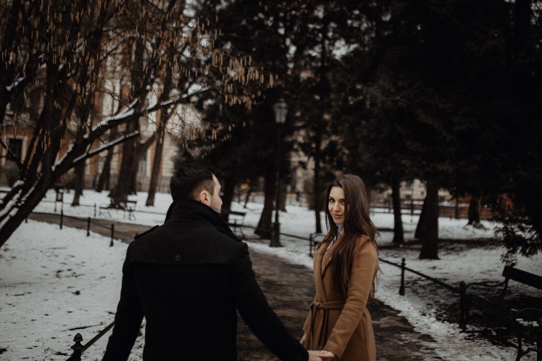 Destination-wedding-photographer-michal-brzegowy-winter-engagement-77.jpg