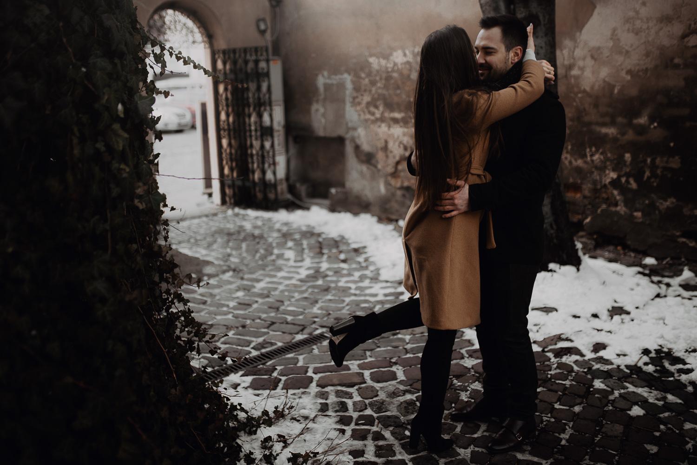 Destination-wedding-photographer-michal-brzegowy-winter-engagement-21.jpg