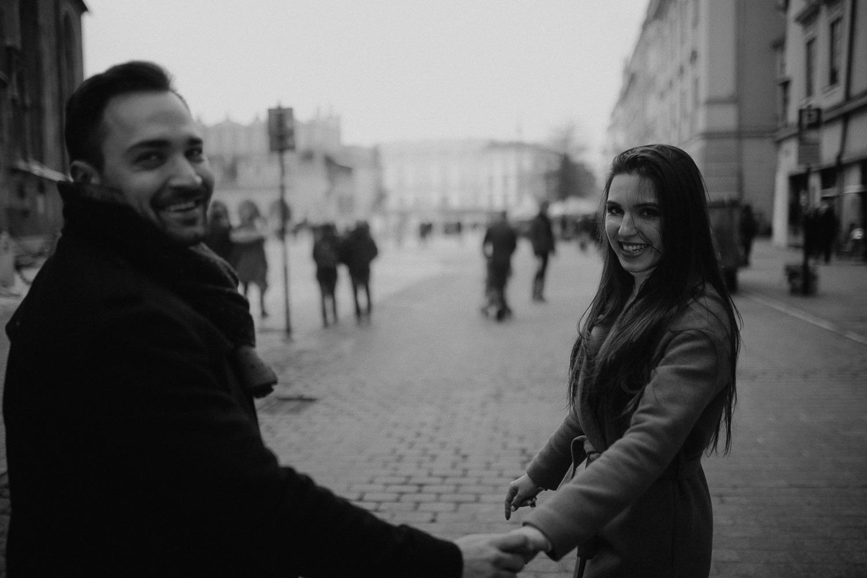 Destination-wedding-photographer-michal-brzegowy-winter-engagement-49.jpg