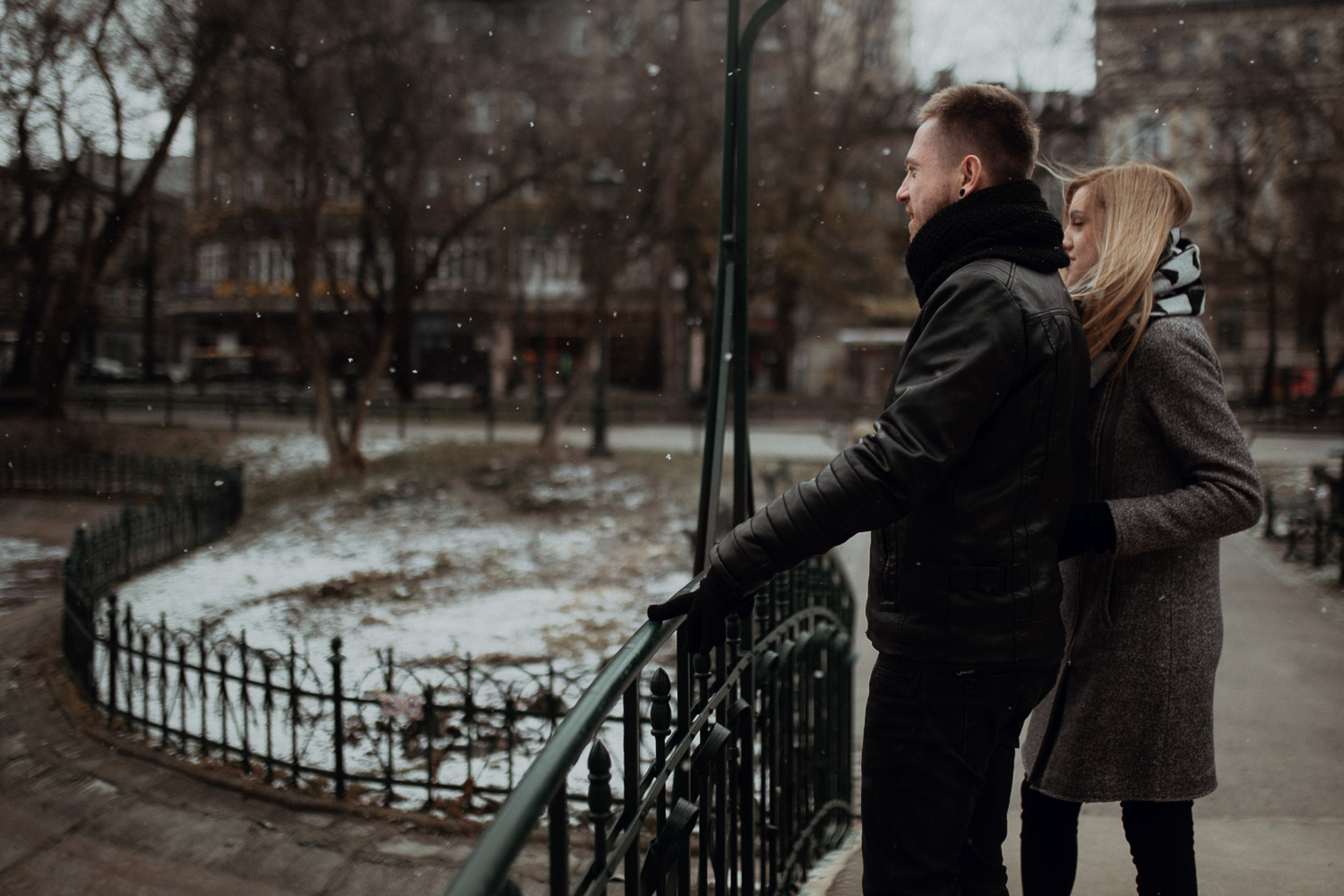 Engagement-photoshoot-in-winter-krakow-wawel-1.jpg