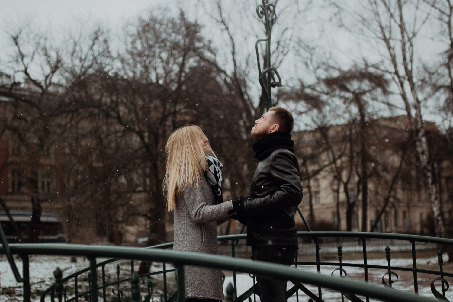Engagement-photoshoot-in-winter-krakow-wawel-2.jpg