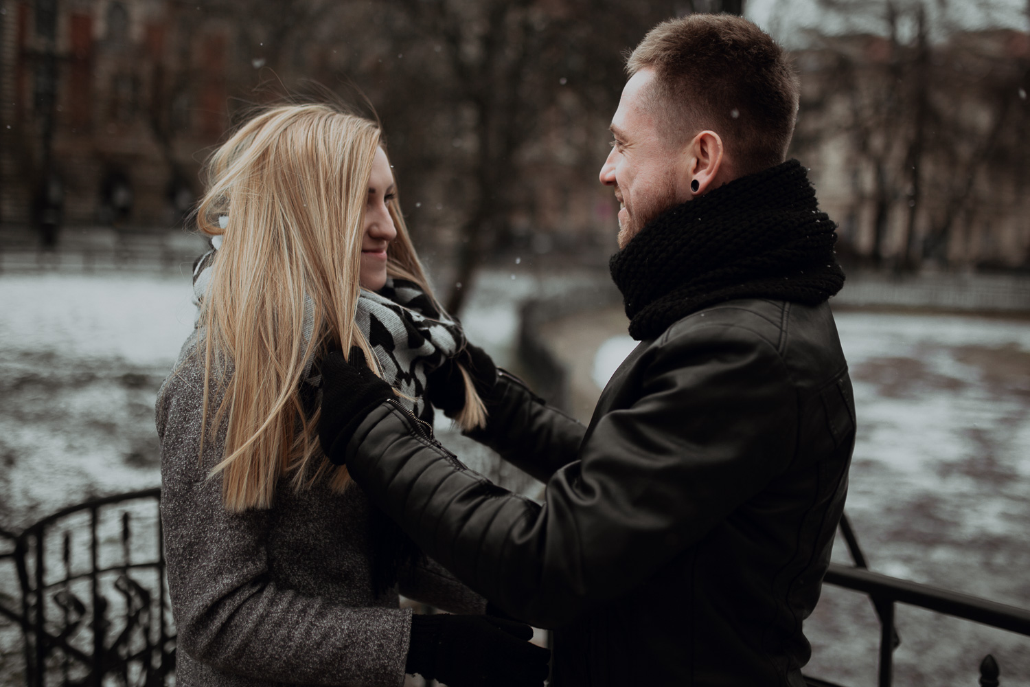 Engagement-photoshoot-in-winter-krakow-wawel-3.jpg