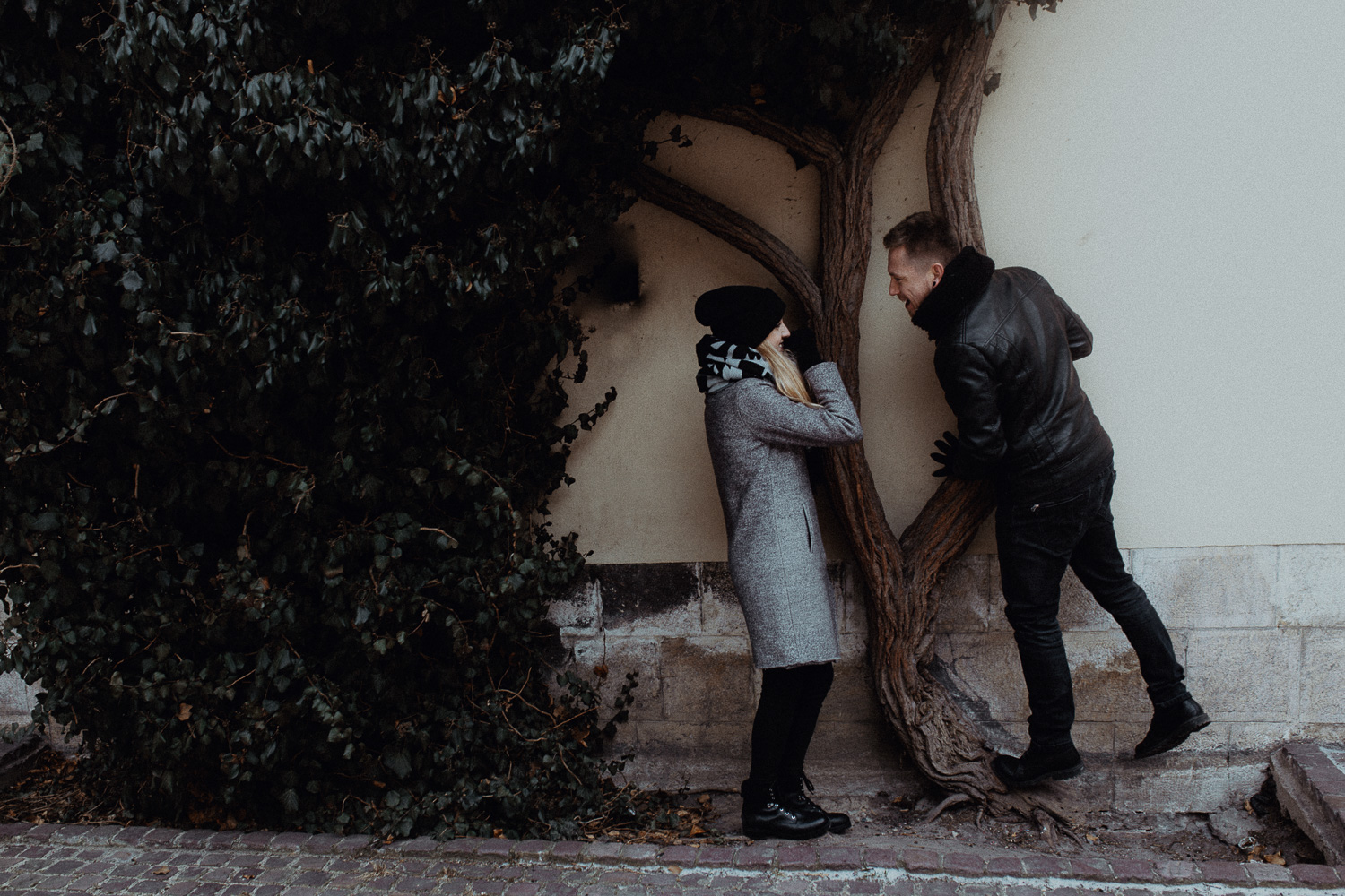Engagement-photoshoot-in-winter-krakow-wawel-47.jpg
