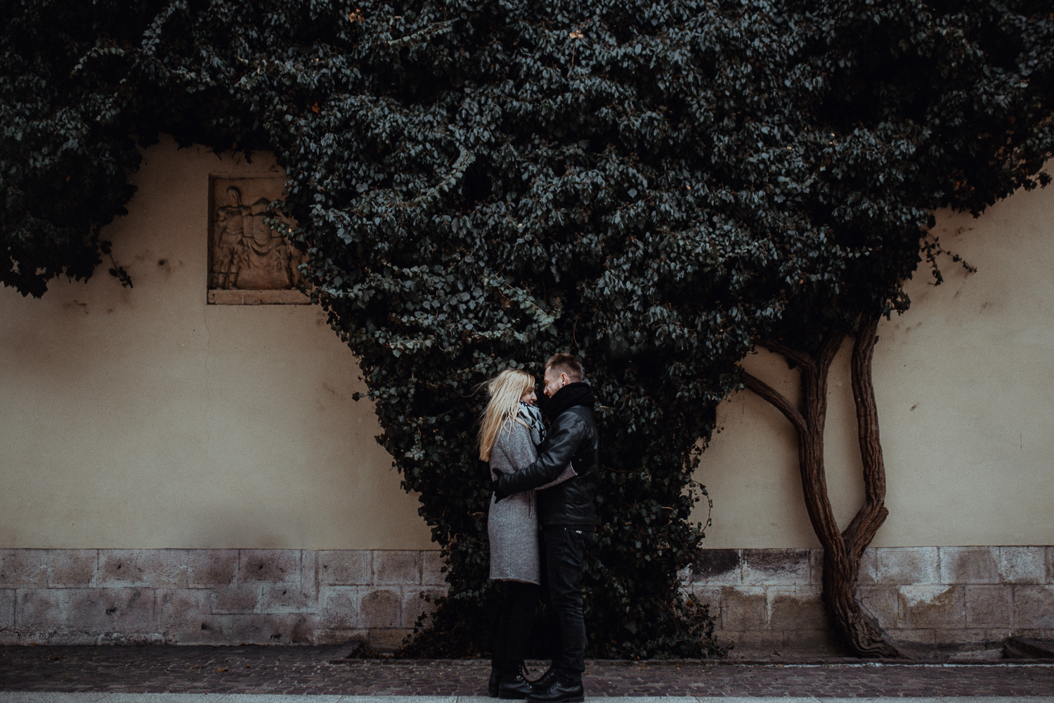 Engagement-photoshoot-in-winter-krakow-wawel-50.jpg