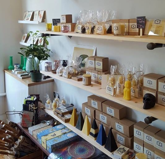 BEACON CANDLE COMPANY - Located in Beacon, NY, Beacon Candle Company is a 100% Beeswax Hand Poured Candle Making Company