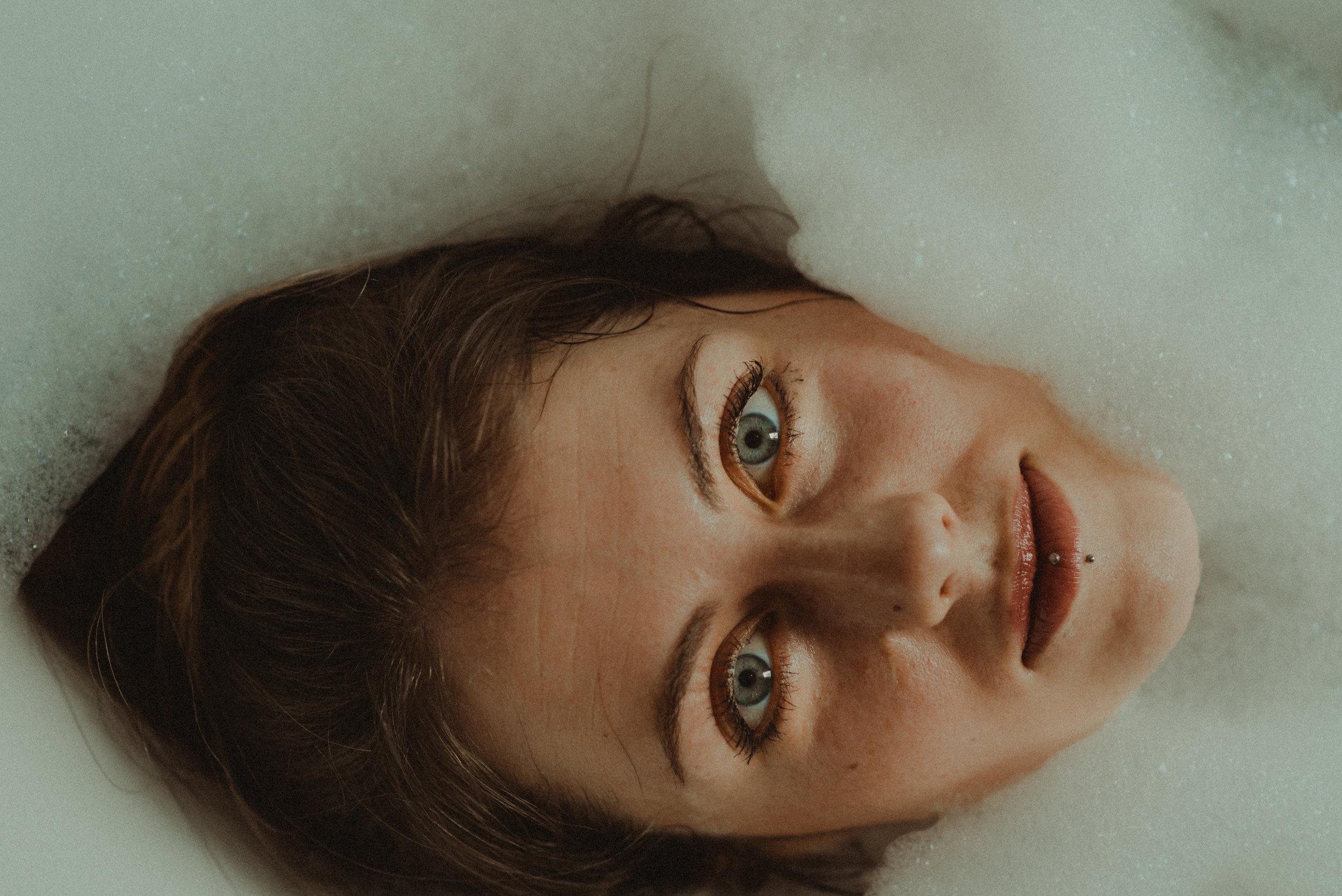 chellsea + demi take a bubble bath-36.jpg